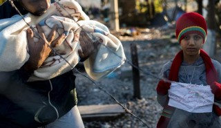 Tra-Grecia-e-Macedonia-l-inverno-e-alle-porte-e-le-tensioni-salgono-tra-i-profughi_articleimage-770x445